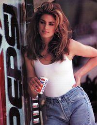 Pepsi Buat Ulang Iklan Pepsi Tahun 1992 yang Dibintangi Cindy Crawford