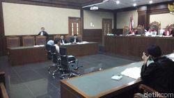 Istri Auditor BPK Tolak Jawab Hakim soal Mobil Suaminya