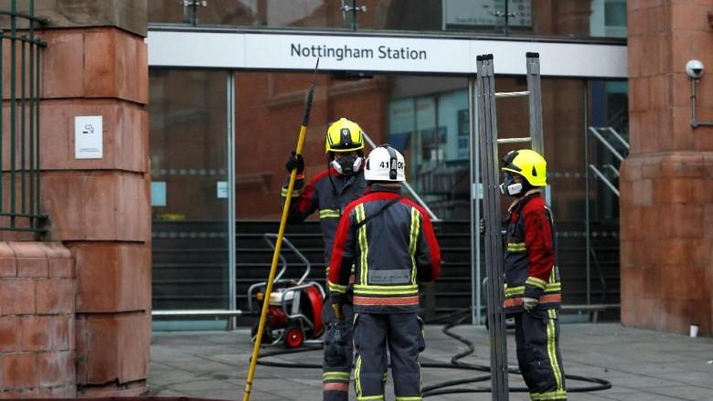 Foto: Stasiun Nottingham Kebakaran, Begini Situasi Pemadamannya