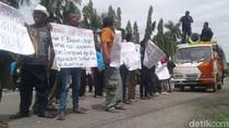 Warga Ponorogo Geruduk Gedung Dewan Tolak Provokator Tambang Gamping