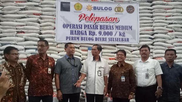 Beras Bulog di Makassar