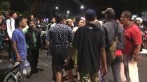 Marah Setelah Tabrak Ibu-ibu, Pemotor di Salemba Dikeroyok Warga