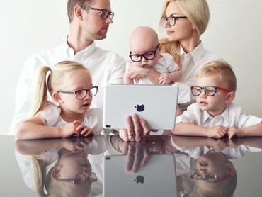 Foto keluarga yang luar biasa kompak. (Foto: Instagram/kweilz)