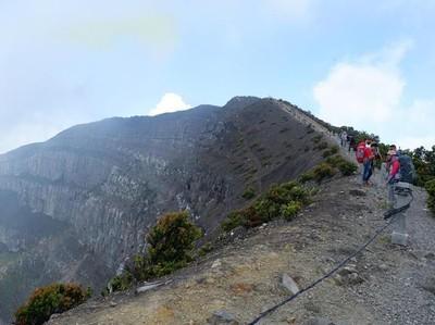 Akhir Pekan, Siap-siap Mendaki Gunung Gede Yuk!
