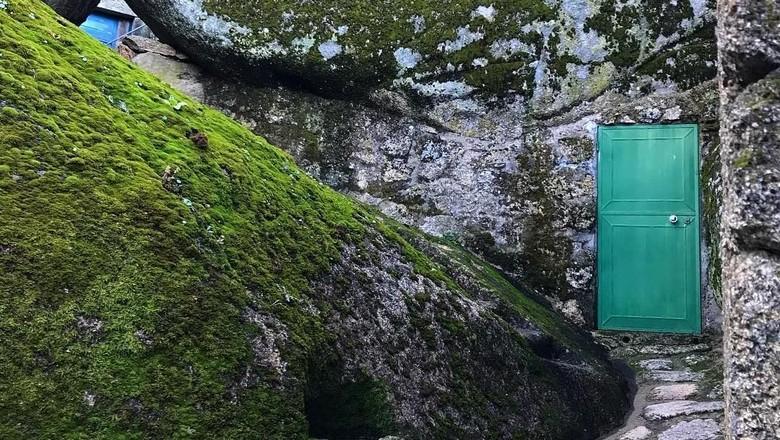 Foto: Rumah yang anti mainstream di Monsanto, Portugal (mister.nose/Instagram)