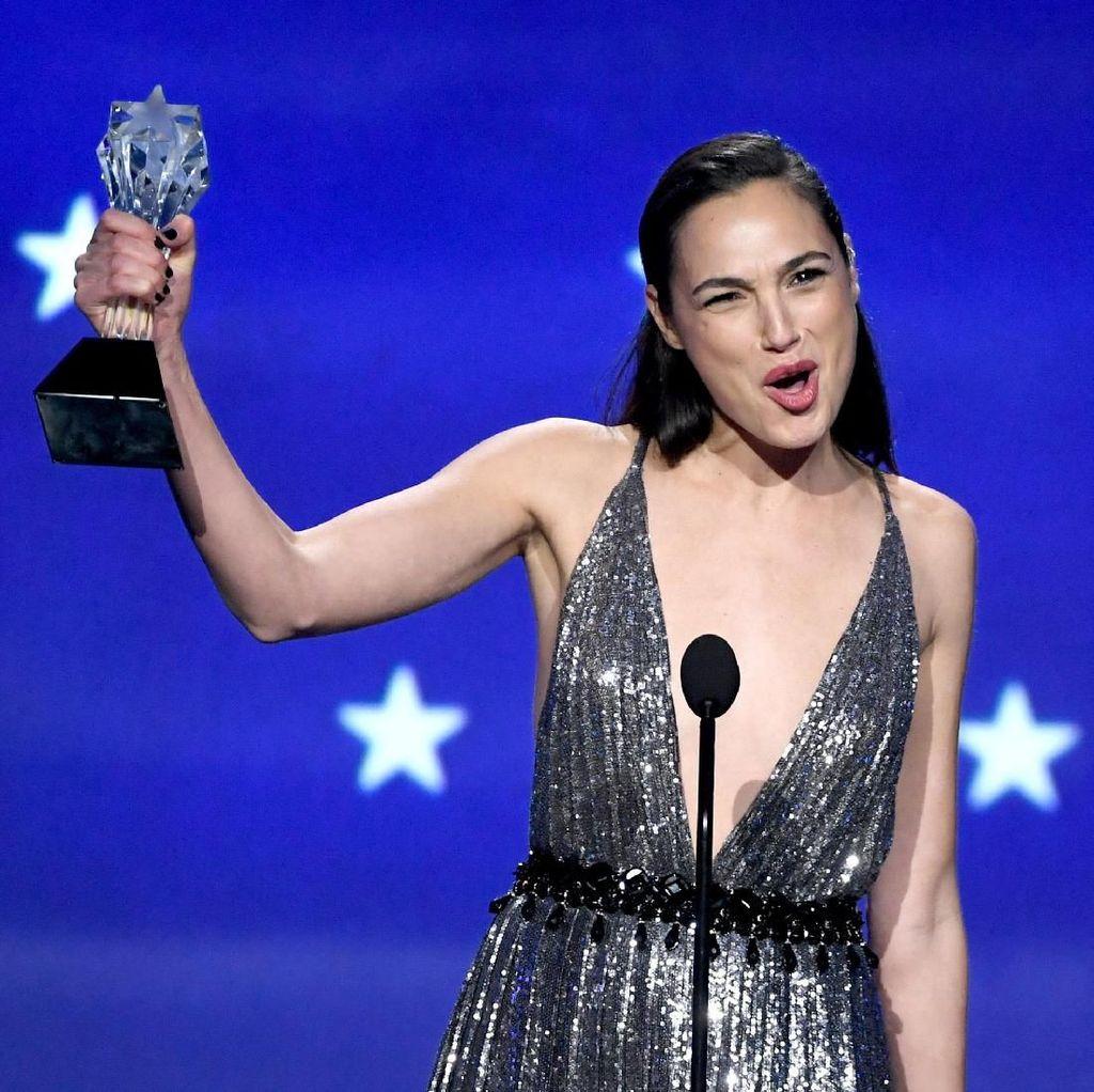 Raih SeeHer Award, Gal Gadot Persembahkan untuk Wanita Dunia