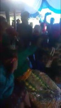 Bruk! Pengantin Pria Pingsan Saat Mantan Nyanyi di Pernikahannya