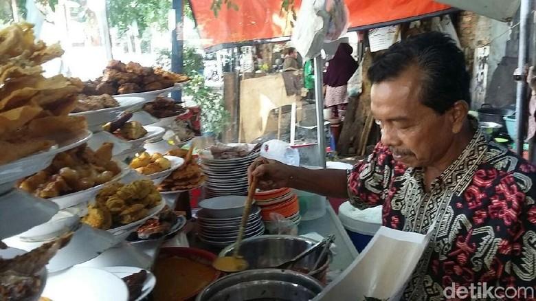 Harga Beras Naik, Pedagang Nasi Padang Curhat Pendapatan Turun