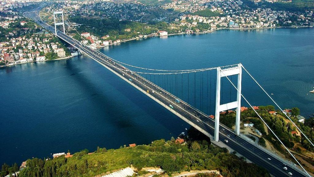 Jembatan Antara Benua Asia dan Eropa yang Megah