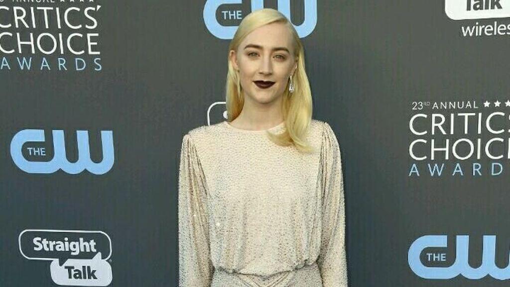 Foto: Gorgeous! 10 Selebriti Berbusana Terbaik di Critics Choice Awards