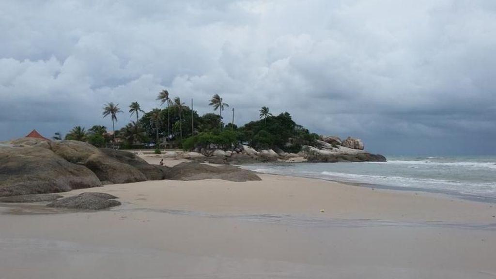 Beginilah Pantai yang Indah di Pulau Bangka
