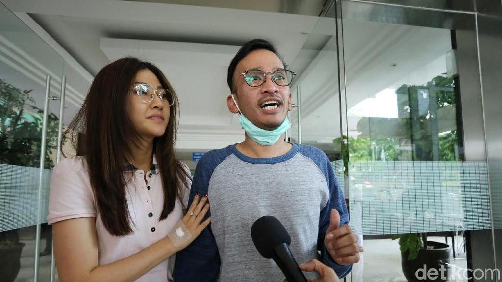 Suami Baru Sembuh, Sarwendah Dampingi Ruben Onsu Bekerja
