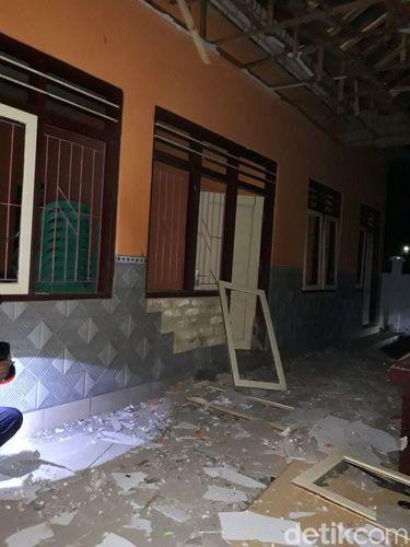 Balai Desa Guluk Guluk, Sumenep, Madura, dilempar petasan/