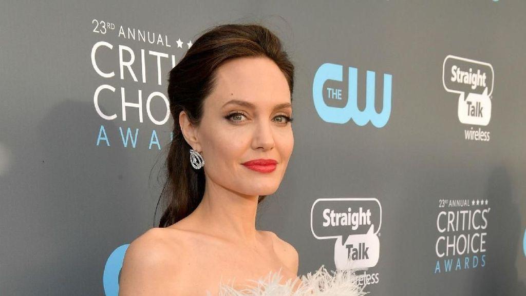 Angelina Jolie Ajak Anak Kunjungi Pengungsi Suriah