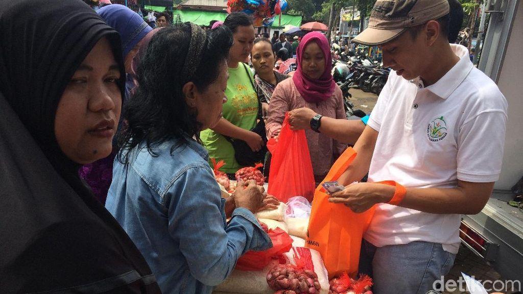 Harga Beras Naik, Omzet Pedagang Nasi Kuning Turun