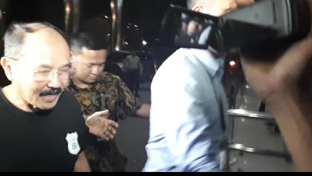 Dijemput Paksa, Fredrich Yunadi Dibawa ke KPK