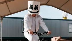 Gowes atau bersepeda kini sudah menjadi bagian dari gaya hidup sehat masyarakat, termasuk untuk para artis dan selebriti.