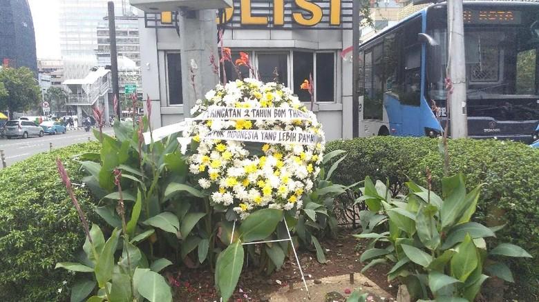 2 Tahun Bom Thamrin, Karangan Bunga Terpajang di Pos Polisi