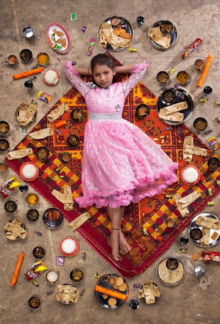 Ini yang Anchal Sahni makan selama seminggu. Ia adalah anak berusia 10 tahun dari Chembur, Mumbai. (Foto: Gregg Segal Via Time Magazine)