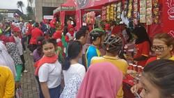 Pemerintah Kota Administrasi Jakarta Selatan membuka Jalan Layang Non Tol Antasari sebagai arena car free day untuk warga Jakarta yang ingin olahraga.