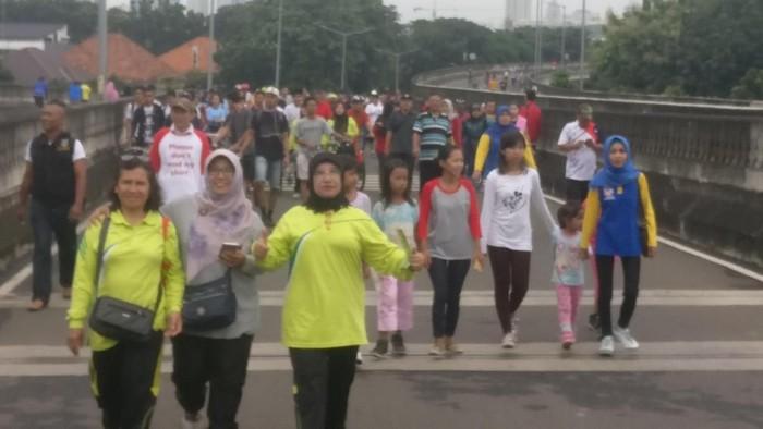 Pemerintah Kota Administrasi Jakarta selatan membuka JLNT Antasari sebagai wilayah car free day untuk kegiatan olahraga warga. Foto: Firdaus Anwar
