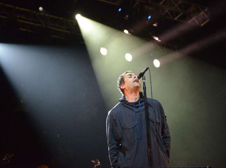 Liam Gallagher Hentikan Konser, Fans Melemparinya dengan Botol