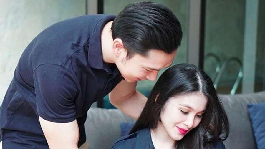 Resmi Jadi Orangtua, Ini Senyum Bahagia Sandra Dewi dan Suami