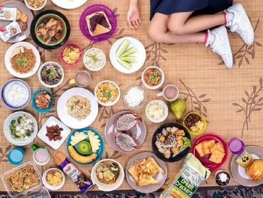Beryl Oh Jynn dari Kuala Lumpur, Malaysia juga berpose bersama makanan yang dimakannya selama seminggu. (Foto: Gregg Segal Via Time Magazine)