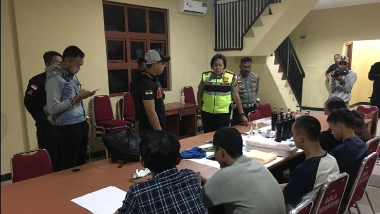 Polisi Gerebek Pesta Seks Sesama Jenis di Sebuah Villa Cianjur