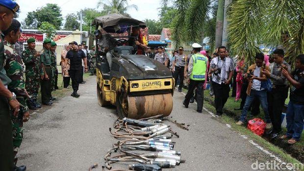 Polisi Musnahkan Ratusan Senjata Api hingga Anak Panah di Bima