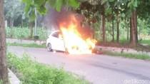 Mobil Milik Bidan Terbakar di Blora