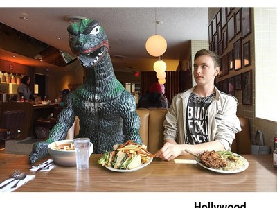 Foto: Godzilla yang Keliling Dunia