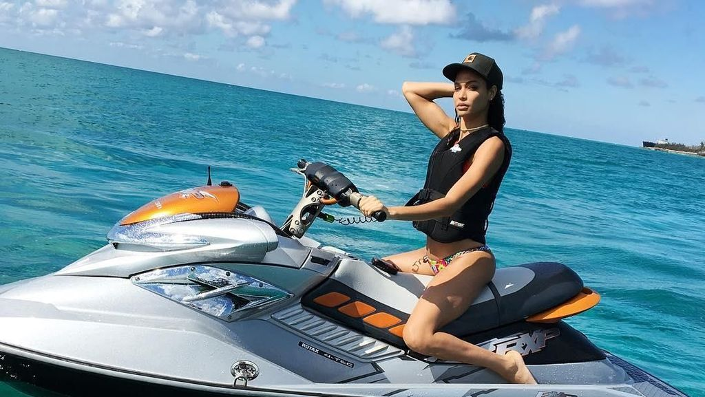 Foto: Liburan Ala Model Victorias Secret Joan Smalls