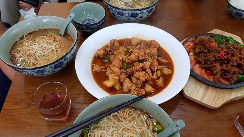 Ke Singapura, Jangan Lupa Cicip Mie Yi Zun yang Halal dan Gurih Hangat