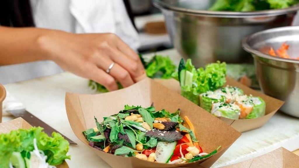 Mau Meracik Salad yang Sehat? Ikuti 5 Tips Ahli Nutrisi Ini