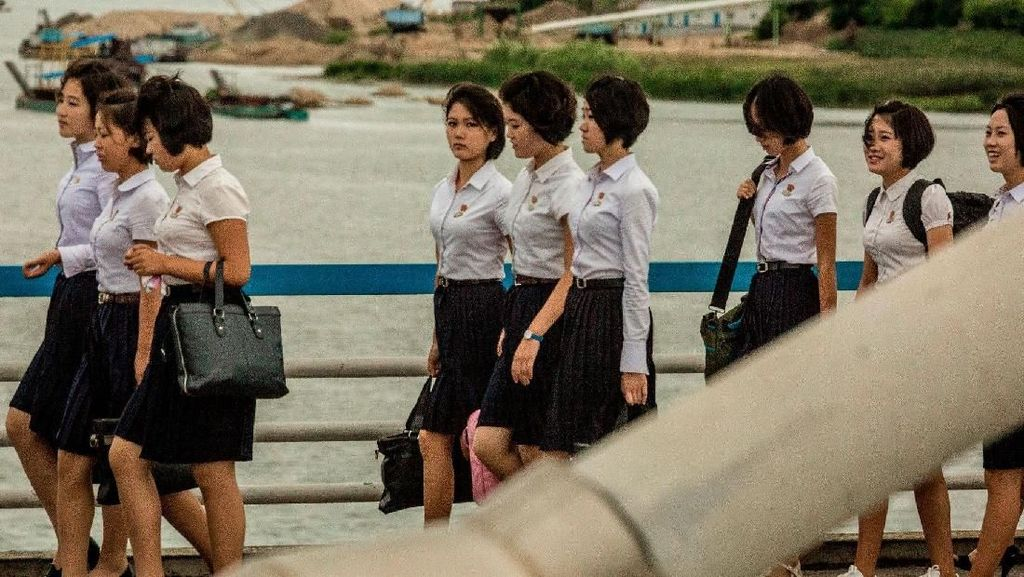 Potret Langka dan Mengejutkan Keseharian Wanita Korea Utara