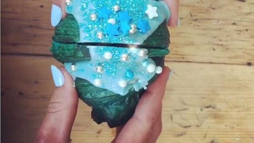Terbaru! Croissant Mermaid dengan Warna Biru Cantik dan Isian Krim Lembut Lumer