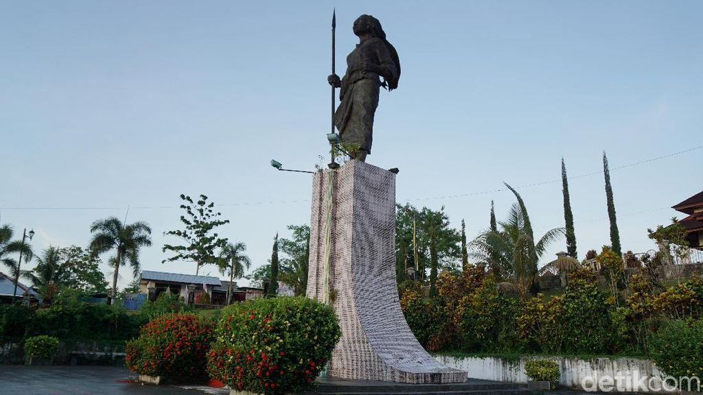Mengenang Jasa Martha Tiahahu sambil Nikmati Sunset di Ambon