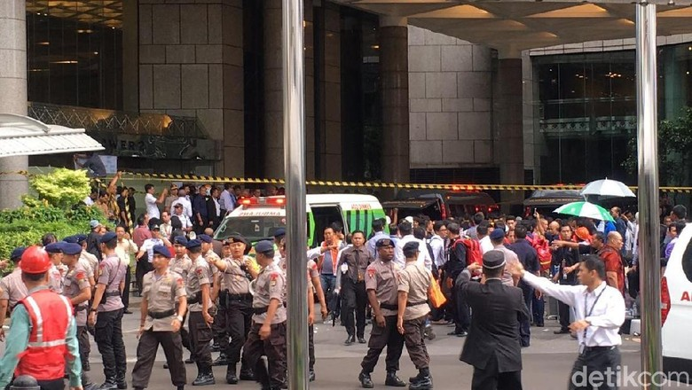 Polisi Sisir Bagian Dalam Tower II BEI untuk Cari Korban