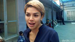 Dilaporkan Farhat Abbas, Nikita Mirzani: Nggak Penting!