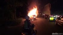 Mobil Minibus Ini Hangus Terbakar Usai Isi BBM