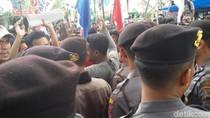 Aksi Demo Tolak Pembangunan Bandara Kulon Progo Digelar di DPRD DIY