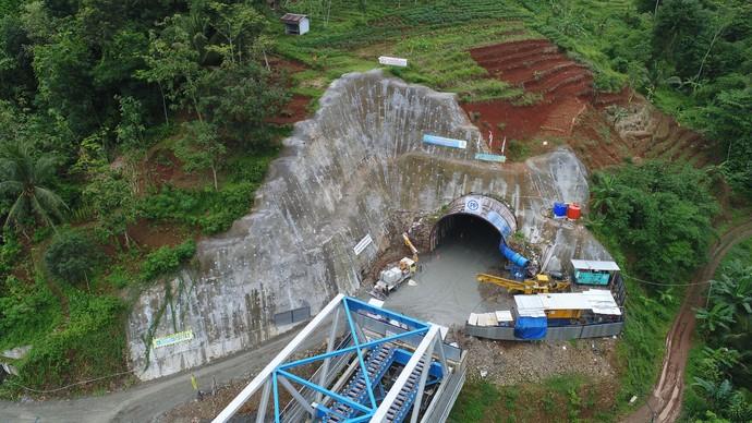 Tembus Gunung, Terowongan Double Track Pertama RI Kelar 2018
