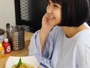 Gemas! Begini Pose Cantik Putri Titian Bersama Makanan
