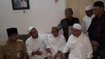 Anies-Sandi Sempat Melayat ke Persemayaman Habib Abdurrahman Kwitang