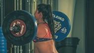 Potret Ibu Rutin Olahraga Angkat Beban Saat Hamil Besar