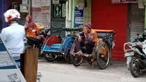 Potret Tukang Becak yang Masih Eksis di Jakarta