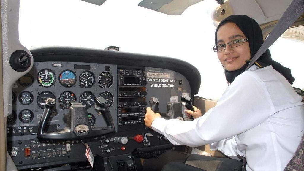 Inspiratif, Fatima Anak Tukang Roti Jadi Pilot Berhijab Pertama India