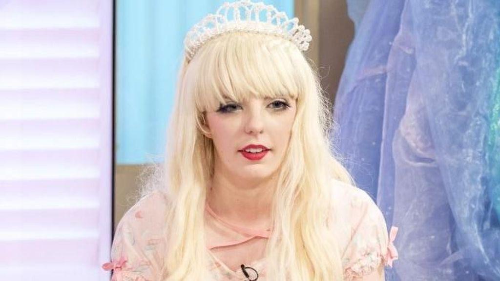 Wanita Ini Rela Habiskan Rp 369 Juta Demi Penampilan Seperti Boneka