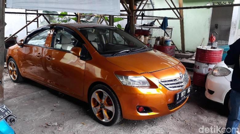Mobil Bermuka Dua di Bandung, Begini Asal Usulnya